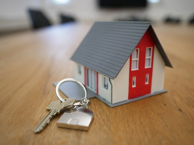 A house and a key chain