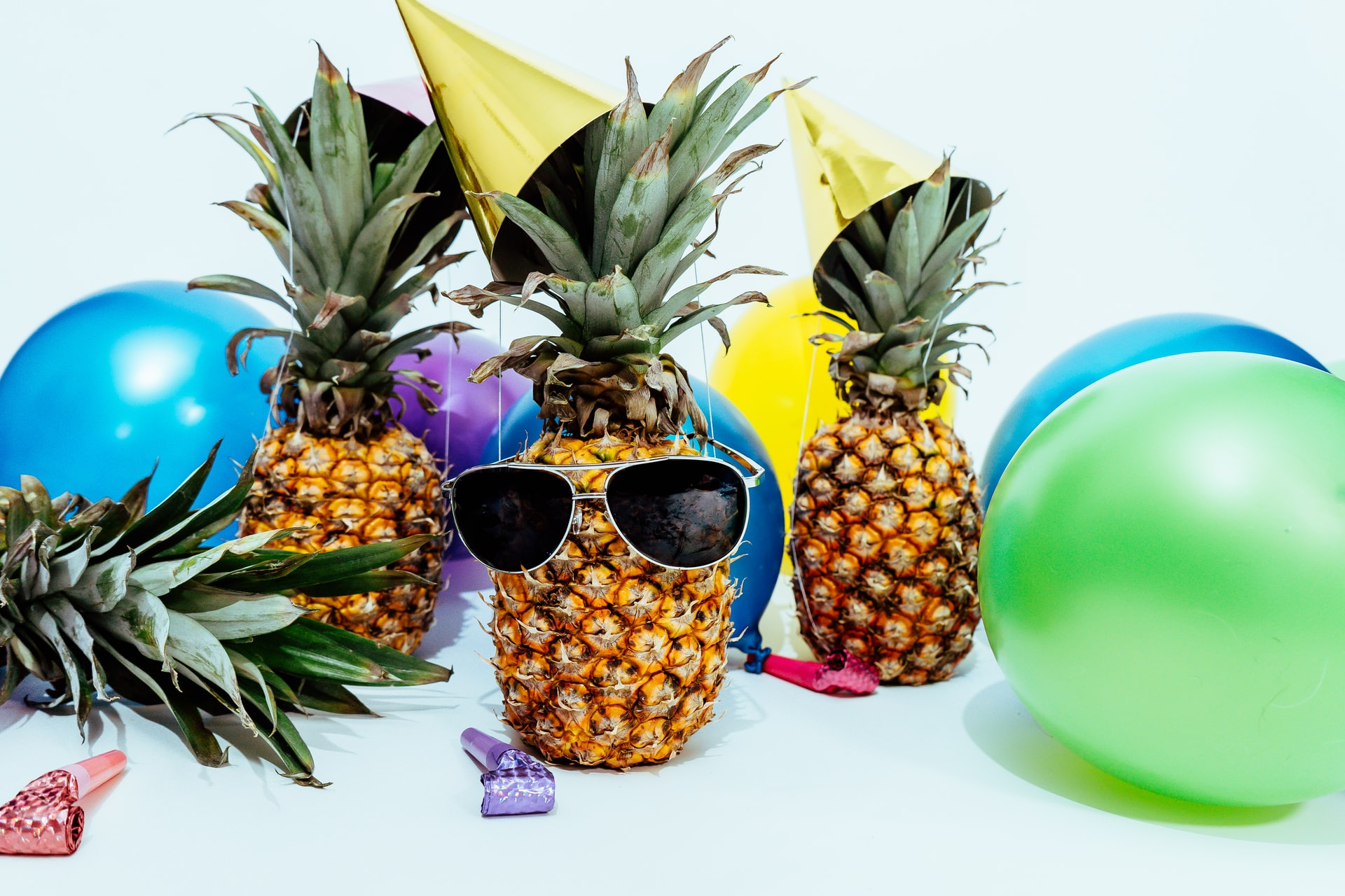 pineapple with sun glasses